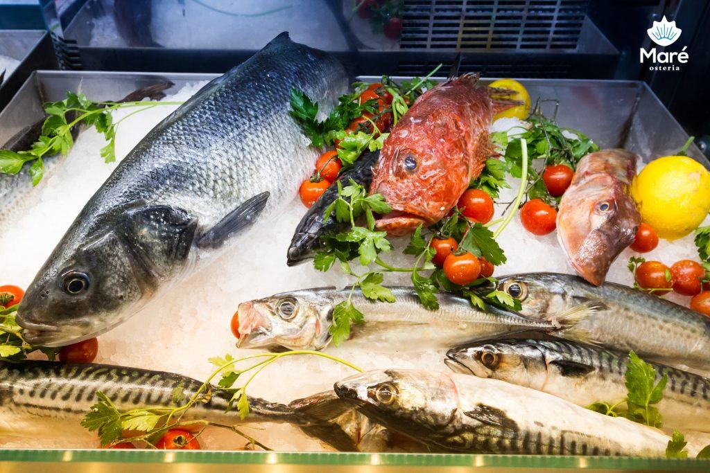 bancone del pesce fresco